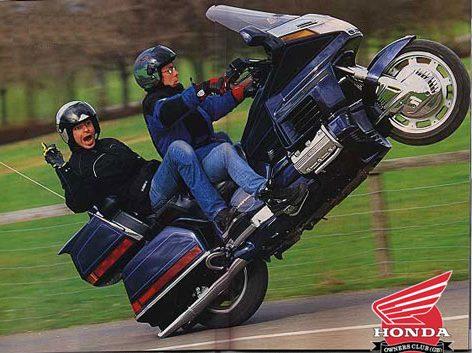 GL1500_wheelie